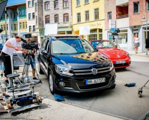 Beim Dreh zum TV-Spot der Verkehrssicherheitskampagne BE SMART spielt das Handy in der Hand des Protagonisten eine große Rolle