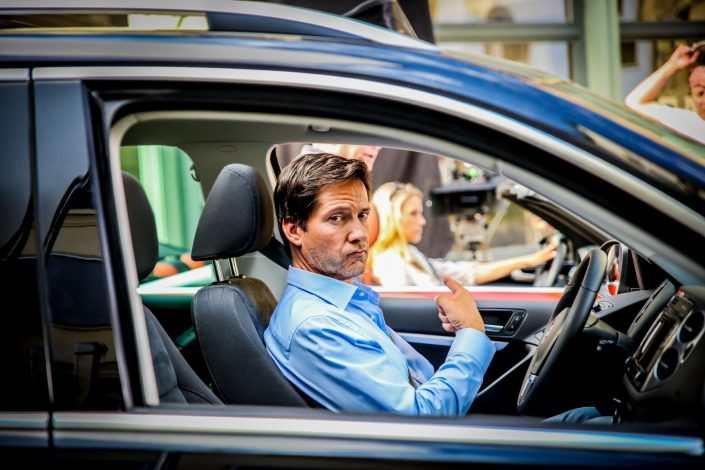 Ein Mann im Auto