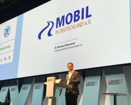 Dr. Michael Haberland auf der Bühne beim auto motor und sport mobility safety Award 2018