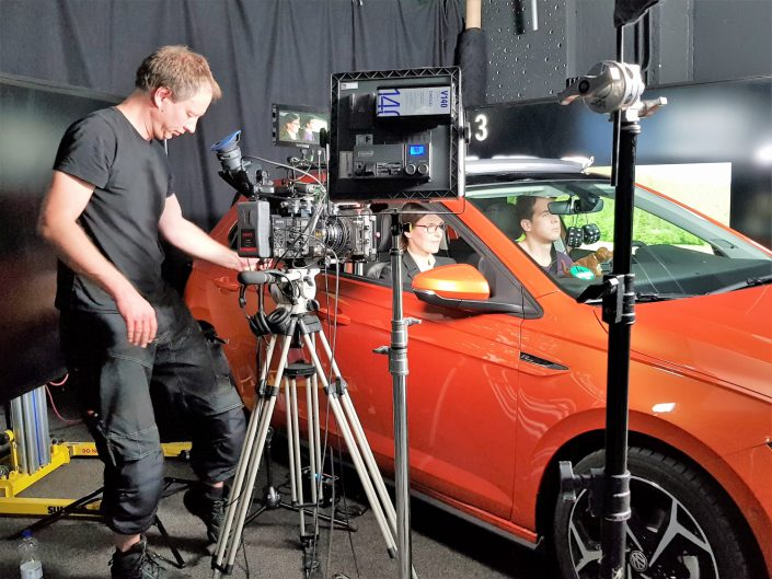 Dreh Kampagnenspot Backstage rotes Auto mit Kamera