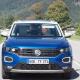 Dreh Kampagnenspot blaues Auto auf Landstraße